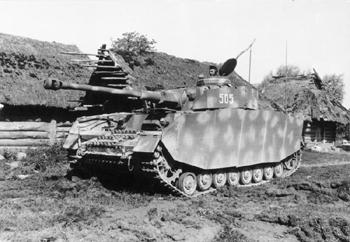 Panzer IVH fotografiado en el frente oriental en 1944 - fotografía de Bundesarchiv, Bild 101I-088-3734A-19A / Schönemann / CC-BY-SA 3.0, dominio público