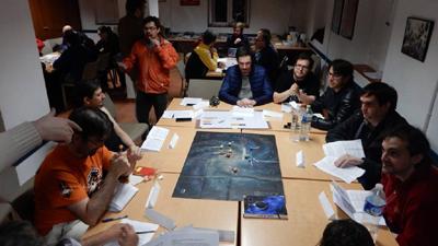 Fotografía de los jugadores del vivo durante las SomCon Uno Seis