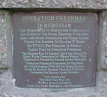 Placa conmemorativa a los comandos de Freshman en Noruega