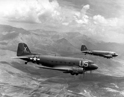 Dos Dakota fotografiados el 15 de agosto de 1944 mientras participaban en la Operación Dragón - Imagen de dominio público