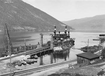 Fotografía del ferry ferroviario que operaba entre Rollag y Mael. Imagen de dominio público