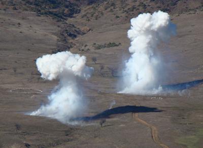Disparos de humo de la artillería - fuente: ejército griego